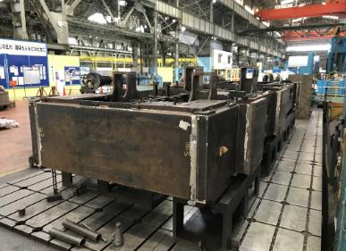 鉱山用建設機械 エンジンベッド